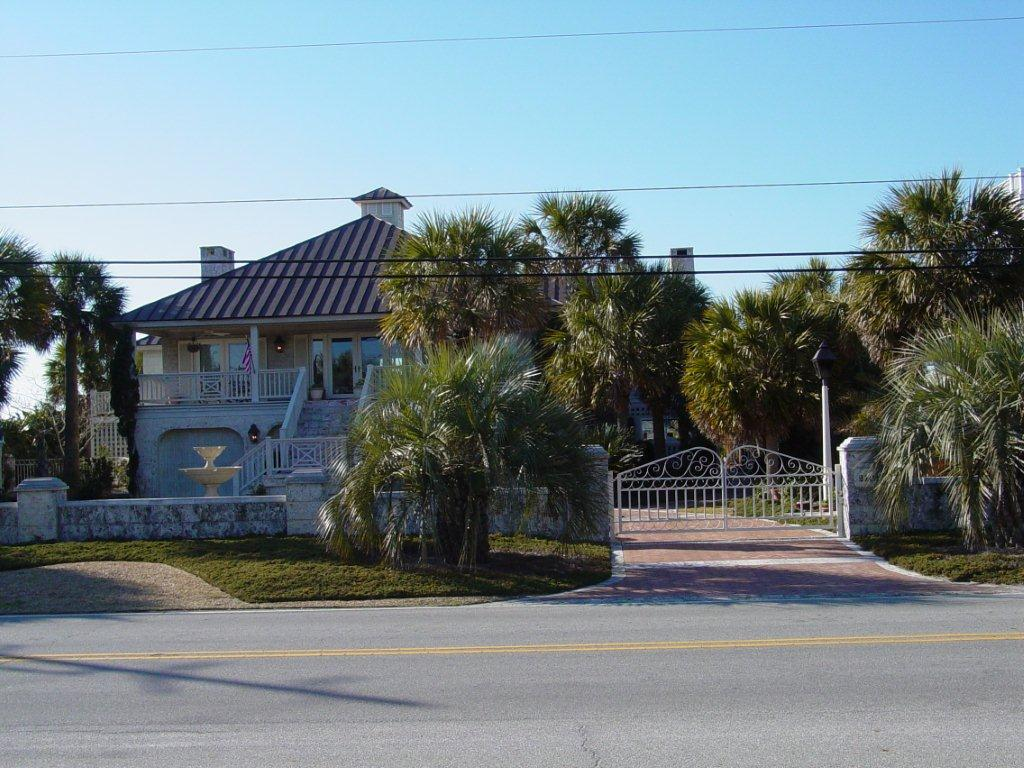 secure-access-services-double-swing-gates-at-wrightsville-beach-1