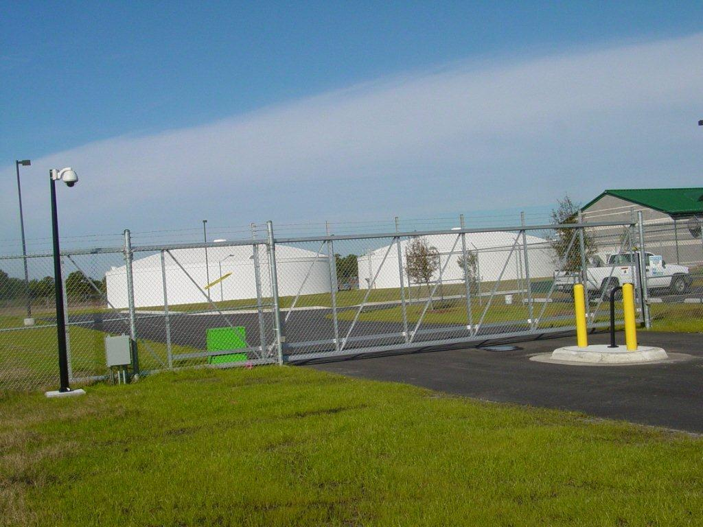 Hy-security-hydryaulic-slide-gate-operator-at-a-water-treatment-facility-in-Wilmington_photo1